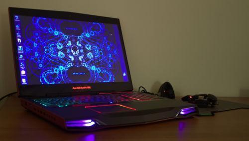 Alienware M17X R3 Nebula Red mit einem RAT9