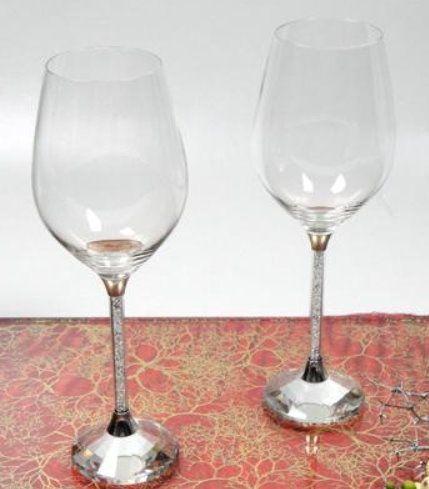 Weißweinglas mit Kristallsteinchen klar