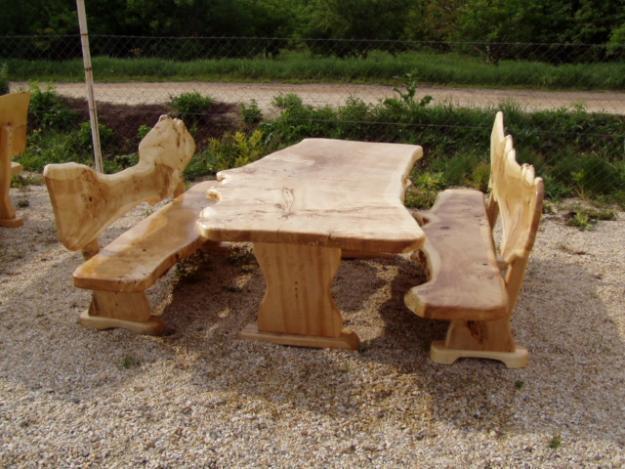 Holzmöbel, Gartenmöbel, rustikale Tische, Stühle, Bänke