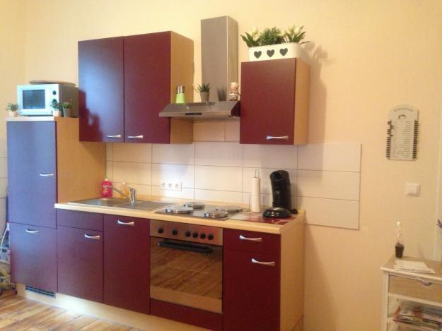 Küche mit Elektrogeräten in sehr gutem Zustand
